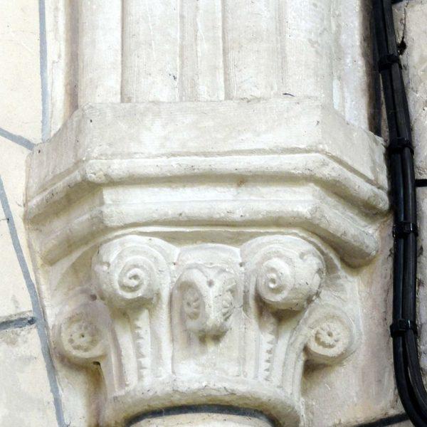 Base du clocher, chapiteau au Nord-Ouest